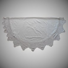 Antique Round Tablecloth Filet Crocheted Lace Border Leaf Motif 57 Inch