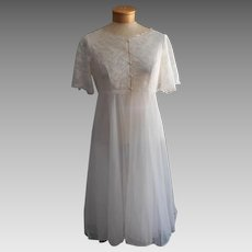 Vintage Peignoir Lace Cape Back Bodice Robe 1960s White Nylon Warners 34