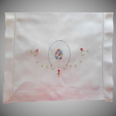 1920s Runner Linen Hand Embroidery Dainty Flowers