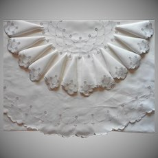 Vintage Oval Tablecloth 12 Napkins Set 1950s Madeira Hand Embroidered Cutwork