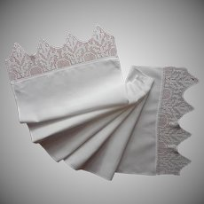 Antique Runner Pointed Crocheted Lace Ends White Cotton TLC