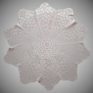Antique Filet Crocheted Lace Centerpiece Round Tablecloth Grapes