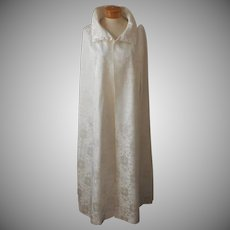ca 1970 Evening Cloak Cape Vintage Winter White Brocade