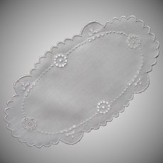 1910s Bread Tray Doily Antique Linen Cutwork Circles Hand Embroidery