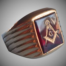 Vintage Masons Ring Red Glass Gold Plated