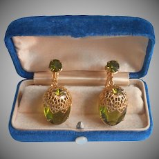 Sarah Coventry Delizza Elster Touch Of Elegance Dangle Earrings Vintage Olive Green