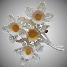 Plastic Flowers Pin Summer White Yellow Vintage Lacy