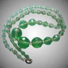 1930s Light Green Glass Beads Necklace Faceted Graduated