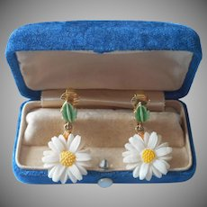 ca 1970 Earrings Daisy Clip Dangle Vintage Plastic Metal