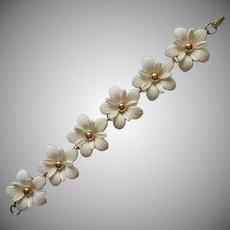 1950s Sarah Coventry Summer Bracelet White Plastic Flowers Vintage