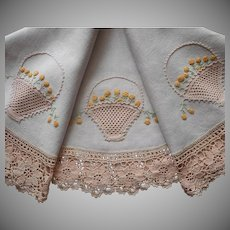 ca 1920 Round Tablecloth Hand Embroidery Linen Crocheted Lace Antique