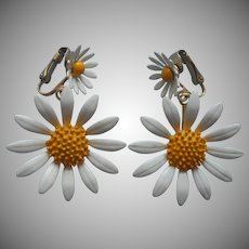 Vintage Earrings Enamel Painted Daisies Drop Dangle Clip