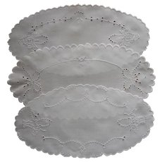Bread Tray Doilies 1910s to 1920s Linen Cutwork Hand Embroidery A Tiny Bit TLC