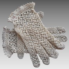 1950s Gloves Pale Ecru Crocheted Lace Lebanon Medium Deep Cream