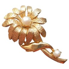 Cultured Pearls Pin Vintage Brooks Daisy Great Look