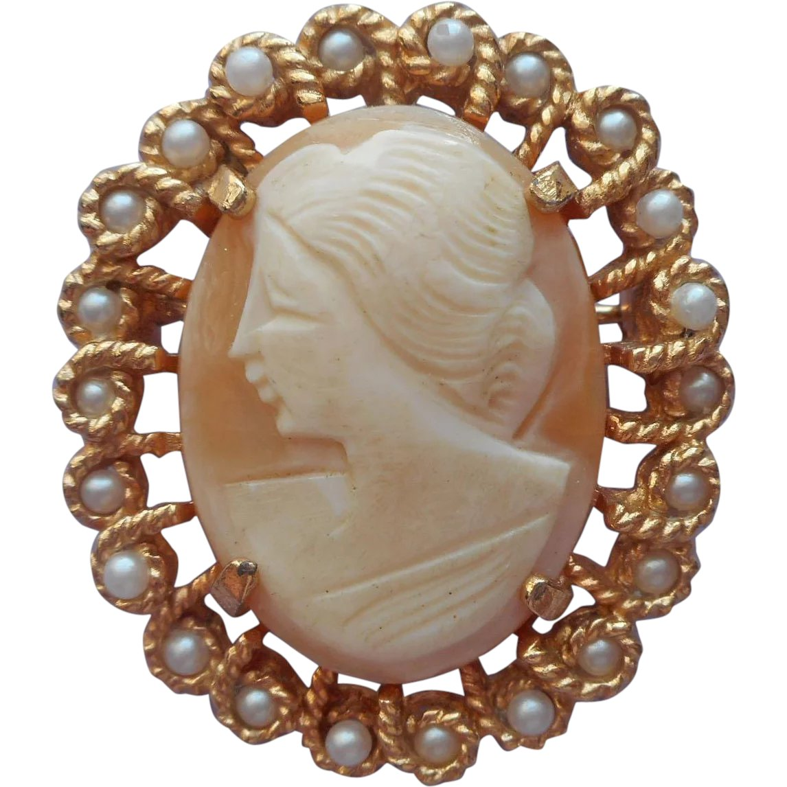 Richelieu Cameo Enhancer For Pearl Necklace Pin Vintage Carved