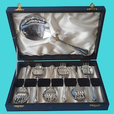 English Berry And Cake Dessert Set Antique Silver Plated In Box G. W. Shirtcliffe and Son