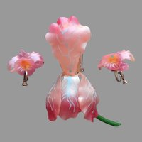 Early 1950s Plastic Iris Pin Orchid Screw Back Earrings Pink Vintage