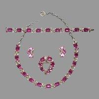 Lisner Hot Pink Glass Stones Necklace Bracelet Pin Earrings Vintage TLC