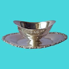 Royal Provincial Pattern Gravy Sauce Boat Silver Plated Oneida Faststand
