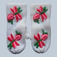 ca 1970 Mittens Unworn Labels Ladies Embroidered White Pink Red Green