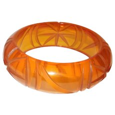 Vintage Le Juice Bakelite Carved Bracelet Bangle