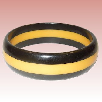 Vintage Black and Cream Striped Bakelite Bangle Bracelet