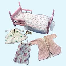 Vintage Vogue Ginny Doll Pink Wood Bed with Bedding Nightgowns & Slippers