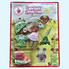1981 Strawberry Shortcake Doll Berry Wear 2 Outfits Clothing Mint in Package