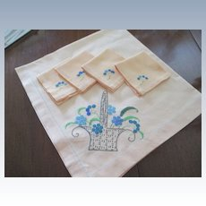 Linen Table Overlay With 4 Napkins Plus 4 Extra Napkins(See all pics)