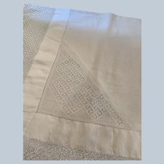 "English Linen 5"" Hand Crocheted Border Tablecloth C:1900"