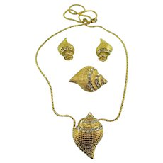 Designer Signed KJL Kenneth Jay Lane 5 Piece Swarovski Crystal/ Gold Plated Seashell Set: Mint Book Piece