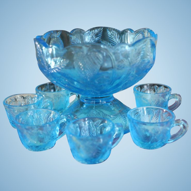 1908 cambridge glass inverted strawberry child doll punch bowl 7 pc set blue - Cambridge Glass