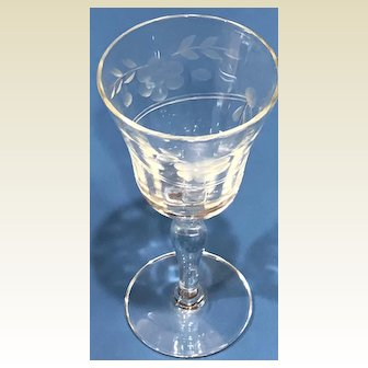 Vintage: six etched and engraved cordial glasses: