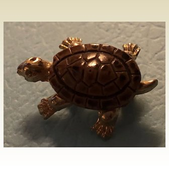 Vintage diminutive turtle pin: carved stone: