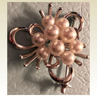 Vintage: Sterling silver and pearl pin