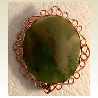 Jade pin with lacy gold edging