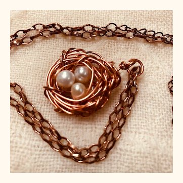 Artisen necklace; copper nest with three pearls: copper link chain