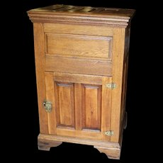 Oak and chestnut Ice Box with lift top single door