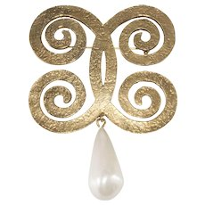 CHANEL 1970s Curling CC Brooch Pin with Dangling Faux Pearl
