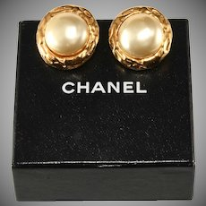 Chanel 1970s Classic Pearl Button Earrings Vintage