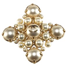 CHANEL Brooch CC Logo Faux Pearls Pin Pendant for Necklace