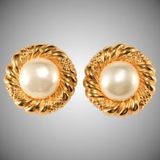 CHANEL 1970s Faux Pearl Classic Round Earrings Vintage
