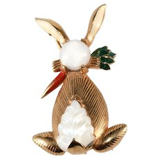 Mazer Bunny Rabbit Pin Brooch with Molded Glass Tail