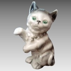 Single Grey Cat Figurine - Upraised Paw - Vintage