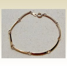 Avon Gold Tone Flexible Link Bracelet