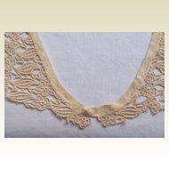 Vintage Ecru Lace Collar