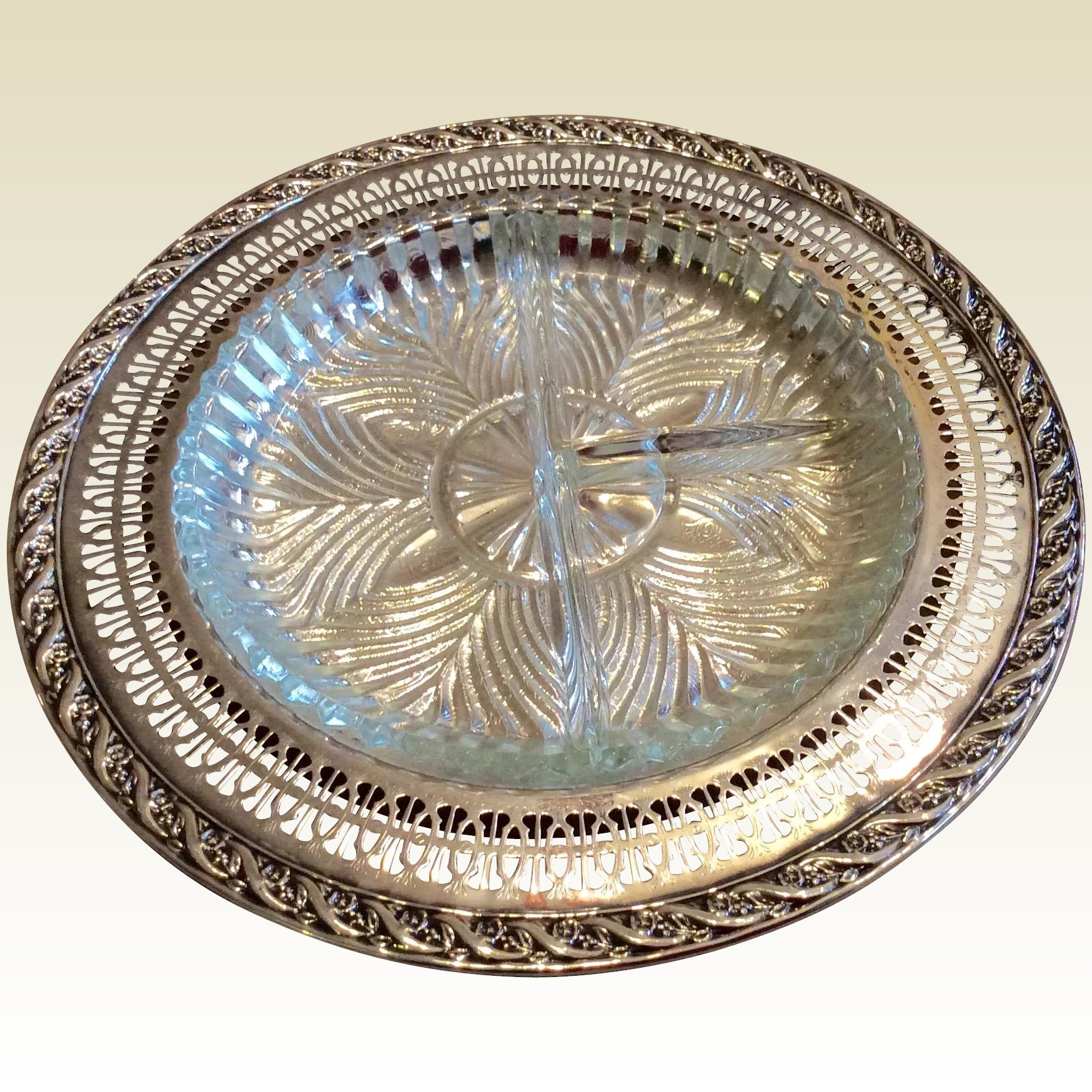 Vintage Wm Rogers Son Spring Flower Silverplate Relish Tray With