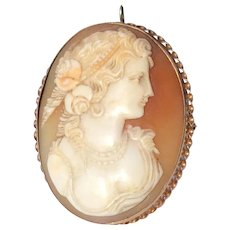 Victorian 10 K Gold Hand Carved Shell Cameo Brooch Pendant