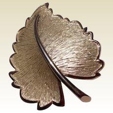 Vintage Gold Ton Metal Leaf Brooch